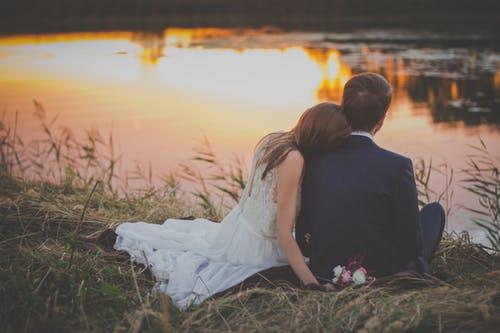重要的是你为了这个约会付出了心意,让她感受到你的真诚真意才最重要。