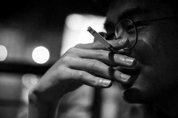 吸烟会减低免疫力及肺功能,让这个专攻肺部的病毒能够乘虚而入