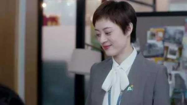 徐姑姑是用心的,他用生活中点点滴滴的仪式感,让一个女孩充分感受到爱意。