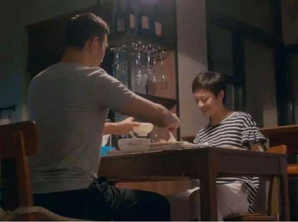 而房似锦每天下班后,都能吃到徐姑姑亲手做的热乎饭,并且是等到她回家后再一起吃。