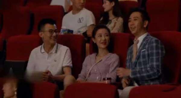 第一次约会时,王子健突然来捣乱,坐在她的旁边