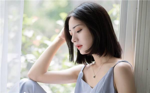 女追男聊天不能太频繁,因为你总是找他聊天,不给他喘息机会的话,会让他对这份感情有压力。