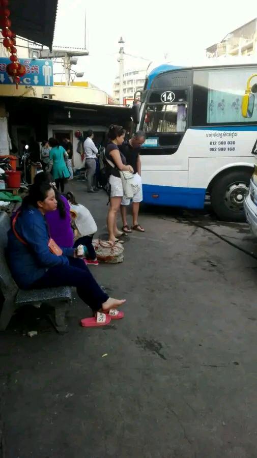 真实经历:在柬埔寨汽车上即时撩妹,成功捧美人入怀