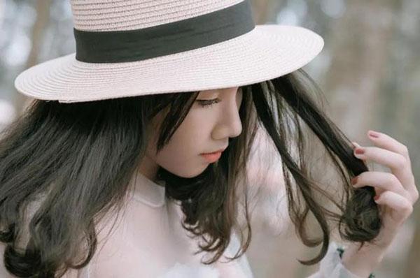 追女生别轻易表白,说出去的爱就是欠下的债。