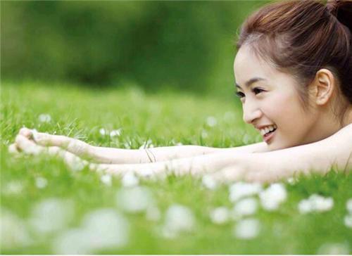 女孩子向来比男生细腻很多,也喜欢借物抒情这种调调。