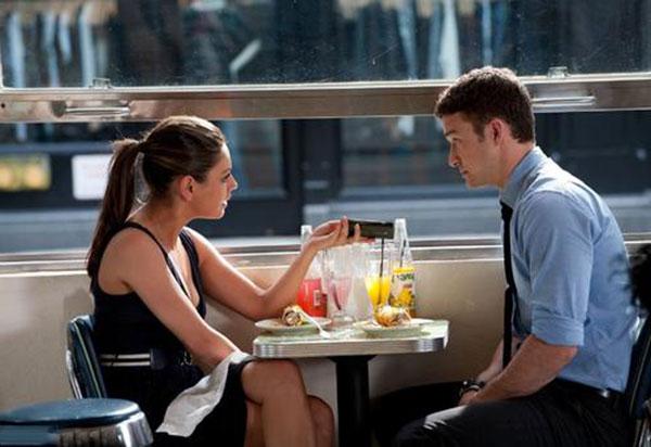 怎样让一个女孩主动邀请你吃饭?