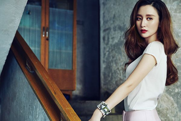 在张萌看来,女强男弱的累大多数是社会给的压力
