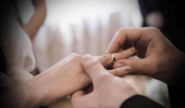 结婚,你会偏向心动还是合适?