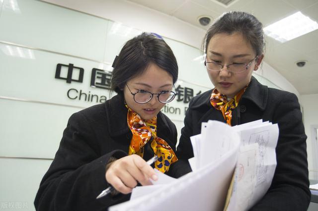 工作5年的银行女柜员揭秘银行员工相亲困难的原因