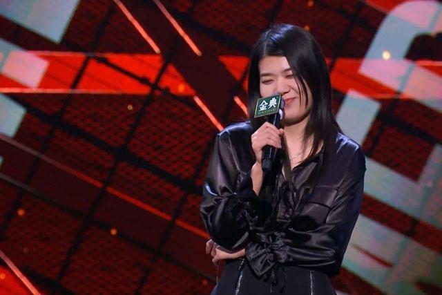 在今晚播出的《脱口秀大会》里,杨笠说自己特别像瞎了眼的紫薇